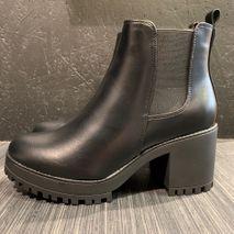 Avita boots