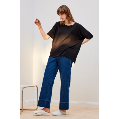 KOWTOW - BUILDING BLOCK -  OVERSIZED TOP - SVARTUR