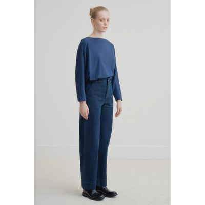 KOWTOW - RELAXED BOAT NECK TOP - BLÁR
