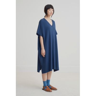 KOWTOW - V - NECK DRESS - BLÁR