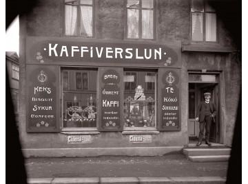 Coffeeshop downtown Reykjavík, ca 1900